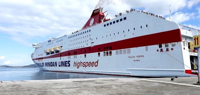 Le navire Cruise Europa de Minoan Lines dans le port d'Igoumenitsa