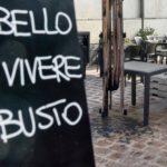 Busto Arsizio: vandales contre le Caffè Colombo dehors | La préalpine
