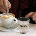 L'eau doit être bue avant ou après le café: la réponse définitive de la science