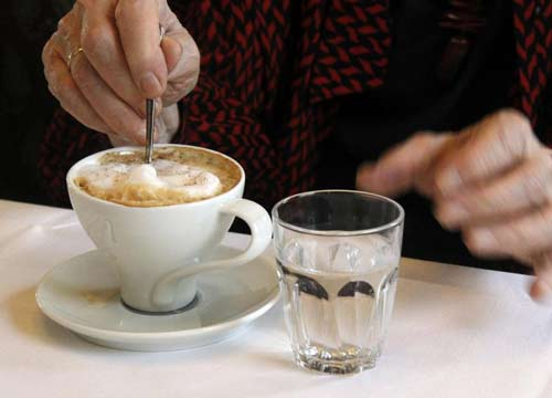 <pre><pre>L'eau doit être bue avant ou après le café: la réponse définitive de la science