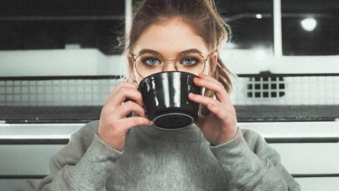 I segnali che forse state esagerando con la caffeina