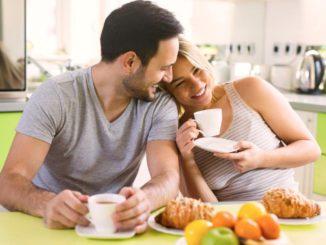 Petit-déjeuner: le thé ou le café sont-ils meilleurs?
