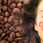 Café pour cacher les cheveux blancs et améliorer leur santé