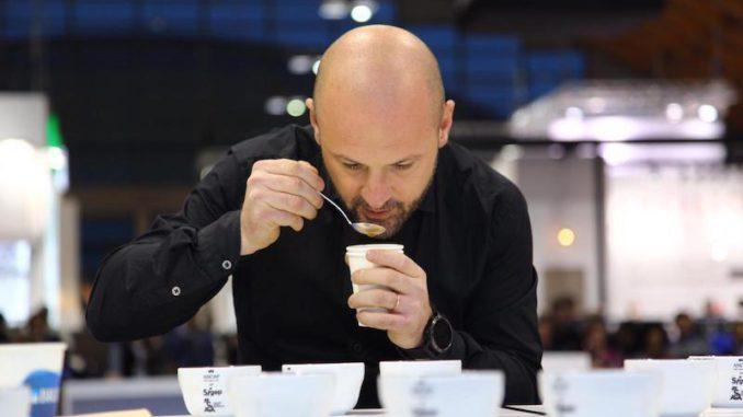 Francesco Sanapo se rend chez les dégustateurs de café des championnats du monde
