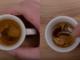 Mélanger l'espresso avec la cuillère