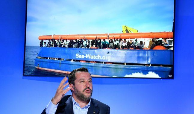 Matteo Salvini se la prende con le Ong e lascia trafficanti e scafisti indisturbati