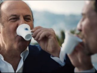 Spot TV | Gerry Scotti marque l'évolution du Caffè Borbone