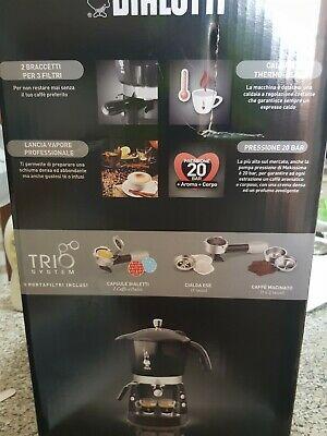 Trio de machines à expresso noires Bialetti Mokona, capsules de dosettes de café cappuccino