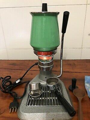 Machine à café lumineuse peur la PICCOLINA Premier modèle 1963 vert complet