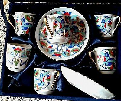 Tasses à café soucoupe en porcelaine Gural Porselan turque à décor polychrome et doré