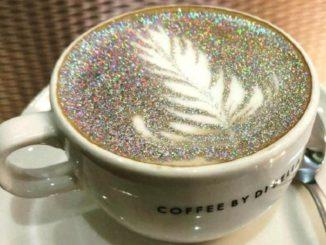Paillettes comestibles: nouvelle vie pour le café et le cappuccino