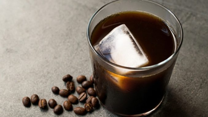 <pre><pre>Quand l'été devient chaud, la tasse rencontre la glace: café froid, oui, mais créatif