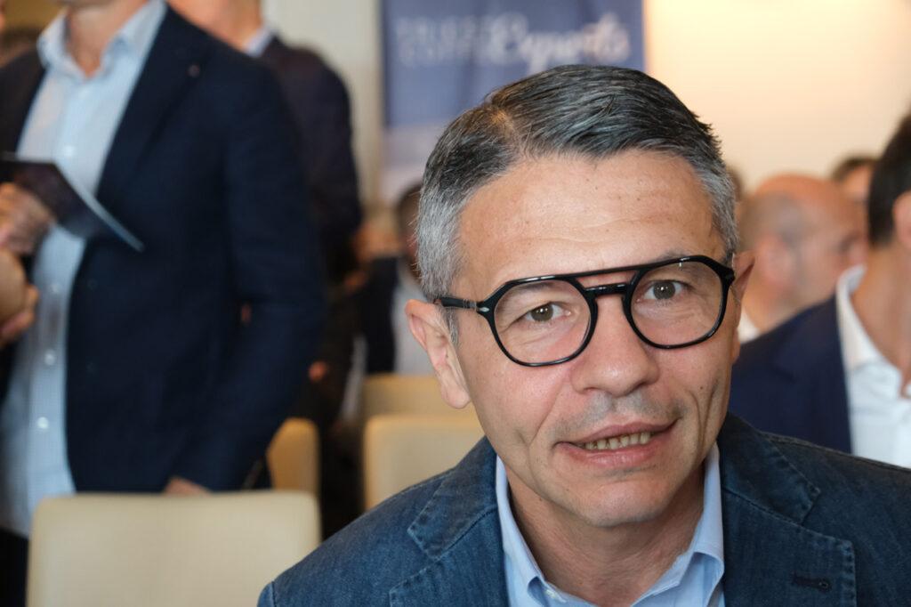 """Michele Cannone Directeur marketing Lavazza """"width ="""" 640 """"height ="""" 426 """"srcset ="""" https://www.shop-ici-ailleurs.com/wp-content/uploads/2019/09/1569207602_503_Treiste-Coffee-Exper-deux-jours-d39etude-sur-l39avenir-du-cafe.jpg 1024w, https: //www.comunicaffe.it/wp-content/uploads/2019/09/Michele-Cannone-300x200.jpg 300w, https://www.comunicaffe.it/wp-content/uploads/2019/09/Michele-Cannone -768x512.jpg 768w, https://www.comunicaffe.it/wp-content/uploads/2019/09/Michele-Cannone-630x420.jpg 630w, https://www.comunicaffe.it/wp-content/uploads /2019/09/Michele-Cannone-640x427.jpg 640w, https://www.comunicaffe.it/wp-content/uploads/2019/09/Michele-Cannone-681x454.jpg 681w, https: //www.comunicaffe .it / wp-content / uploads / 2019/09 / Michele-Cannone.jpg 1280w """"tailles ="""" (largeur maximale: 640 pixels) 100vw, 640 pixels"""
