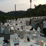 Plus de 250 participants au dîner aux chandelles sur le pont de la Rocche à Montaldo Roero (GALERIE) - Lavocedialba.it