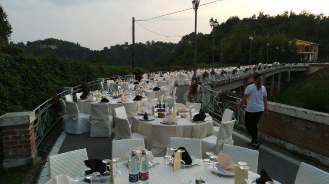 <pre><pre>Plus de 250 participants au dîner aux chandelles sur le pont de la Rocche à Montaldo Roero (GALERIE) - Lavocedialba.it