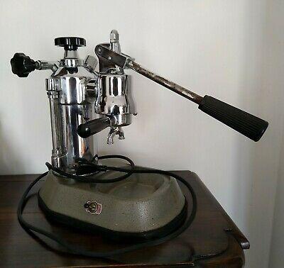 La première machine à café à levier professionnelle La Pavoni Europiccola
