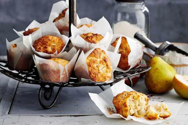 Muffins pour le déjeuner à la poire, au safran et au beurre bruni