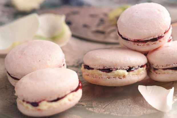 Macarons à la framboise et au chocolat blanc
