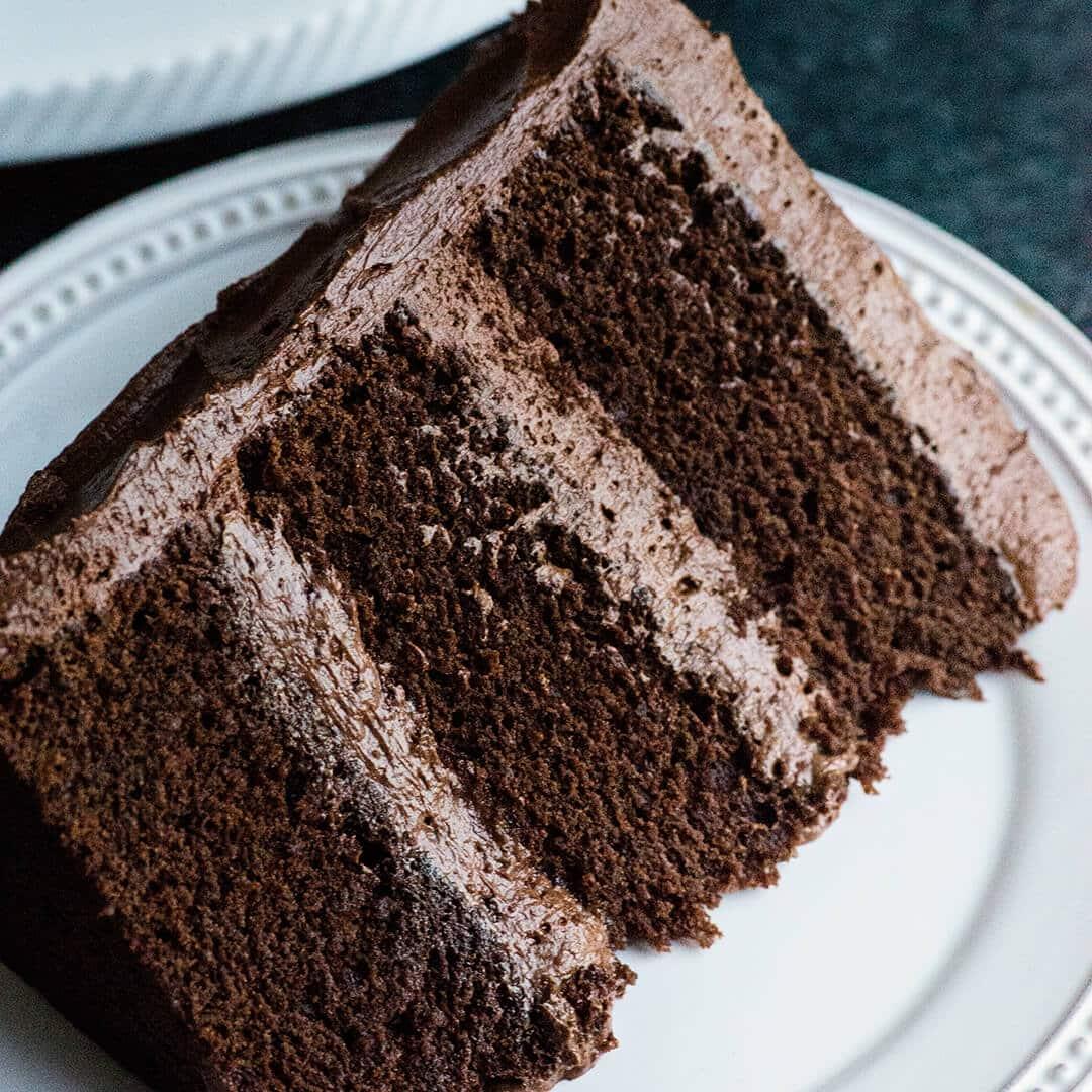 Recette de gâteau au chocolat parfait avec de la crème au ...