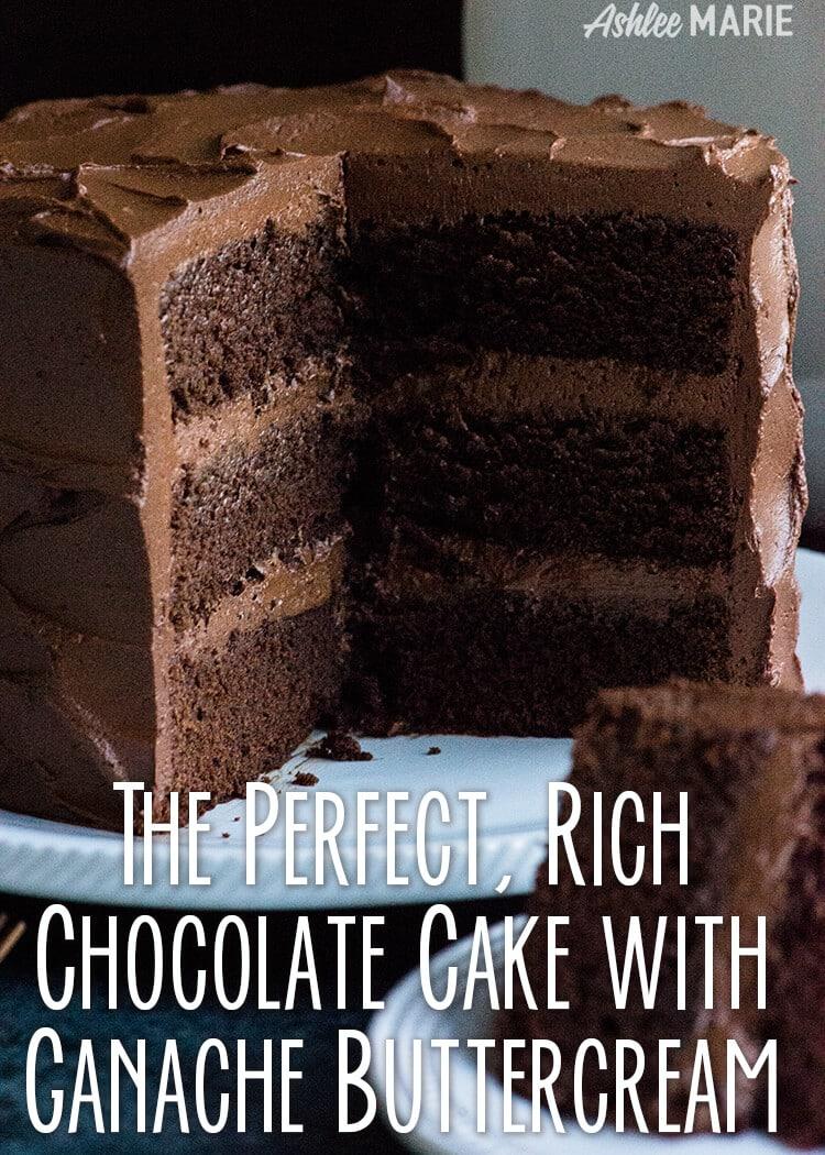 recette de gâteau au chocolat riche et décadent avec une crème au beurre de ganache au chocolat
