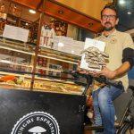 Cultiver des champignons dans le marc de café: une jeune entreprise surprend Scandicci - Cronaca