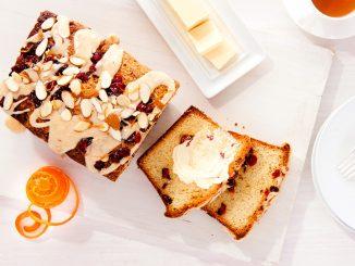 Recette de gâteau à la canneberge et à l'orange sans produits laitiers qui est tellement beurrée!