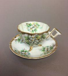 Napco Original peint à la main fleurs blanches Erware trois pattes tasse à thé soucoupe Sd180