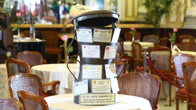 Du café au cinéma, l'économie suspendue entre marketing et solidarité