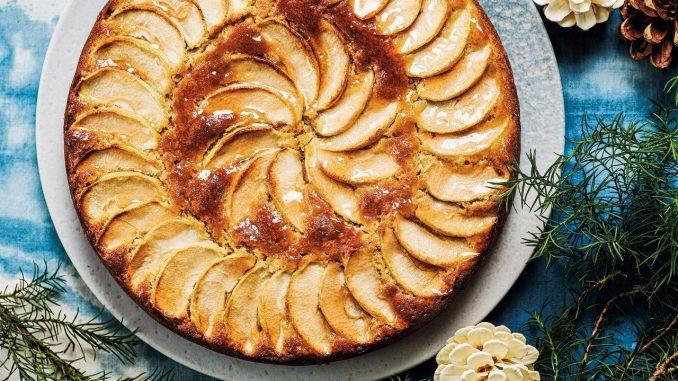 Recette suédoise de gâteau aux pommes, aux amandes et à la cardamome