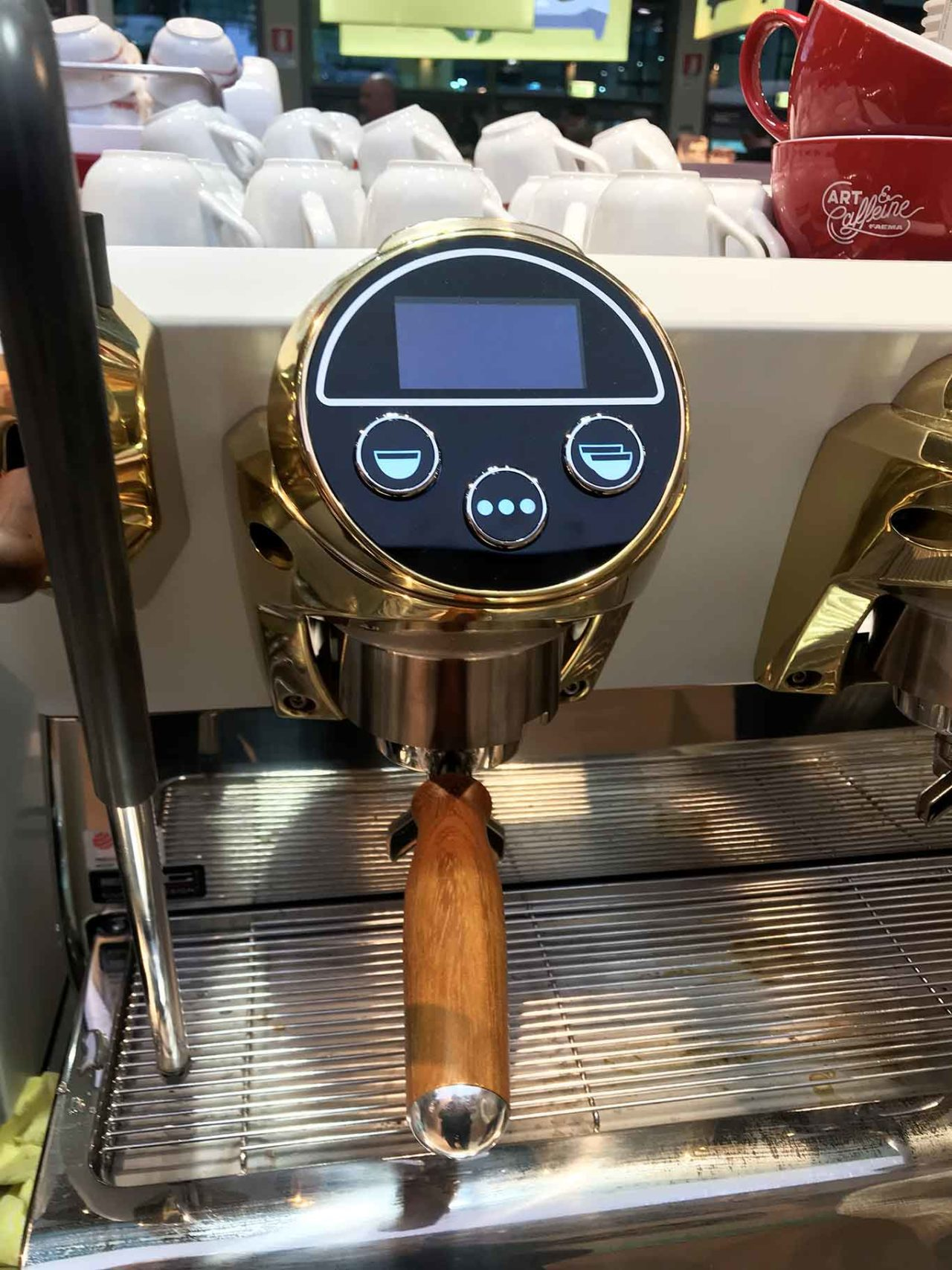 "machine à expresso ""class ="" wp-image-270146 ""srcset ="" https://www.shop-ici-ailleurs.com/wp-content/uploads/2020/02/1582907279_25_Cafe.-Qui-a-invente-l39espresso.jpg 1280w, https : //www.scattidigusto.it/wp-content/uploads/2020/02/macchina-caffe-espresso-dettaglio-320x427.jpg 320w, https://www.scattidigusto.it/wp-content/uploads/2020/ 02 / machine à café expresso-détail-80x106.jpg 80w, https://www.scattidigusto.it/wp-content/uploads/2020/02/machine-caffe-espresso-detail-768x1024.jpg 768w, https: //www.scattidigusto.it/wp-content/uploads/2020/02/macchina-caffe-espresso-dettaglio-1152x1536.jpg 1152w, https://www.scattidigusto.it/wp-content/uploads/2020/02 /macchina-caffe-espresso-dettaglio-696x928.jpg 696w, https://www.scattidigusto.it/wp-content/uploads/2020/02/macchina-caffe-espresso-dettaglio-1068x1424.jpg 1068w, https: / /www.scattidigusto.it/wp-content/uploads/2020/02/macchina-caffe-espresso-dettaglio-315x420.jpg 315w, https://www.scattidigusto.it/wp-content/uploads/2020/02/ machine à café -espresso-detail-960x1280.jpg 960w, https://www.scattidigusto.it/wp-content/uploads/2020/02/machine-caffe-espresso-detail.jpg 1365w ""tailles ="" (largeur max: 1280px ) 100vw, 1280px"