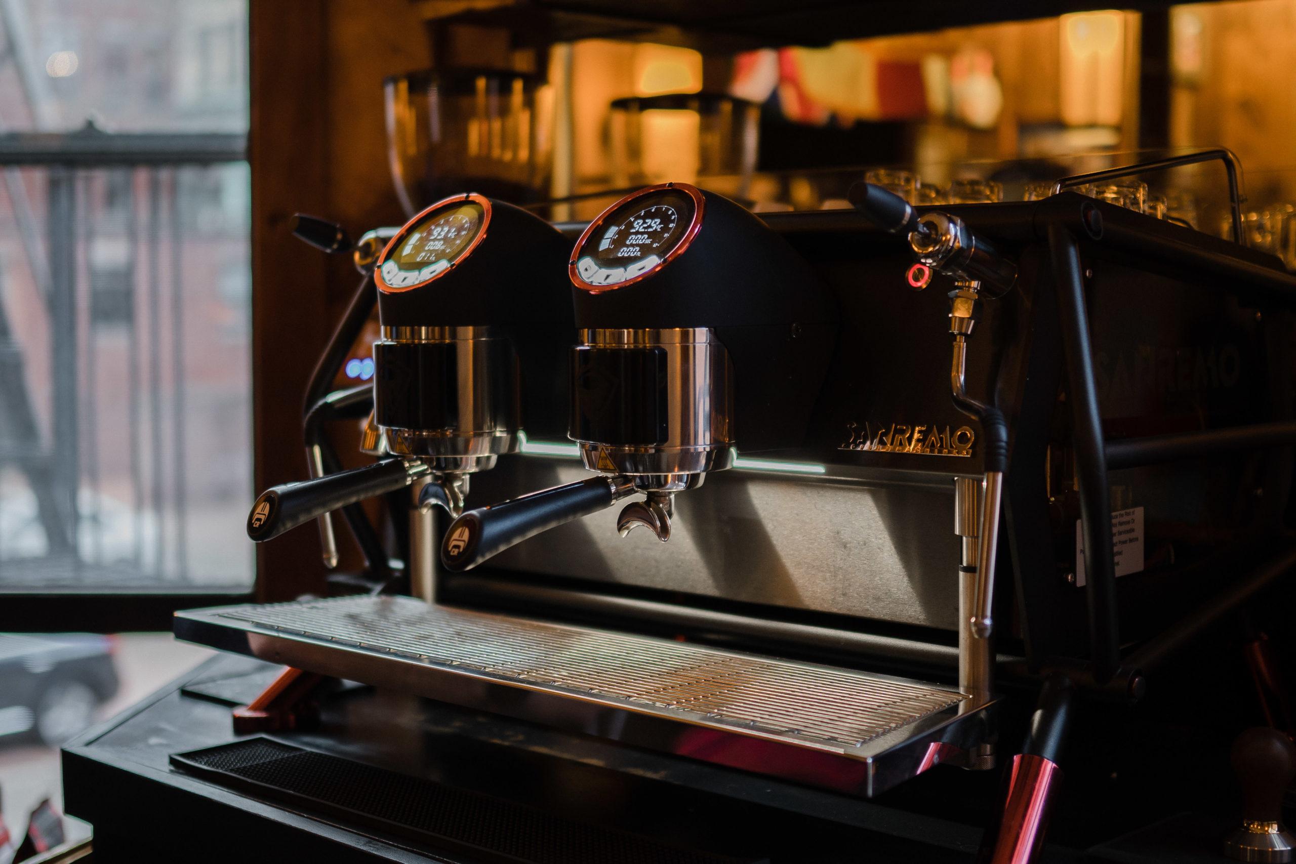 """sanremo café racer, latte art """"width ="""" 2560 """"height ="""" 1707 """"srcset ="""" https://www.horecanews.it/wp-content/uploads/2020/03/Sanremo_Café_Racer_2-scaled.jpg 2560w, https: / /www.horecanews.it/wp-content/uploads/2020/03/Sanremo_Café_Racer_2-300x200.jpg 300w, https://www.horecanews.it/wp-content/uploads/2020/03/Sanremo_Café_Racer_2-1024x683.jpg , https://www.horecanews.it/wp-content/uploads/2020/03/Sanremo_Café_Racer_2-768x512.jpg 768w, https://www.horecanews.it/wp-content/uploads/2020/03/Sanremo_Café_Racer_2- 1536x1024.jpg 1536w, https://www.horecanews.it/wp-content/uploads/2020/03/Sanremo_Café_Racer_2-2048x1365.jpg 2048w, https://www.horecanews.it/wp-content/uploads/2020/ 03 / Sanremo_Café_Racer_2-630x420.jpg 630w, https://www.horecanews.it/wp-content/uploads/2020/03/Sanremo_Café_Racer_2-681x454.jpg 681w """"tailles ="""" (largeur max: 2560px) 100xw"""