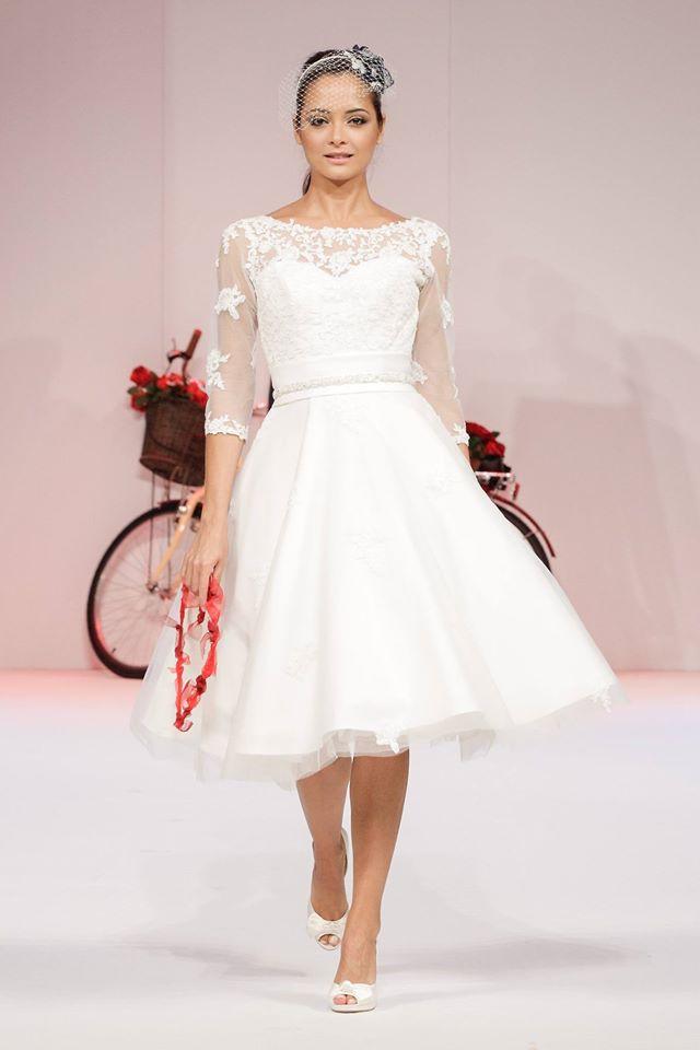 Polly - Robe de mariée intemporelle chic de longueur de thé manches d'inspiration vintage (1)