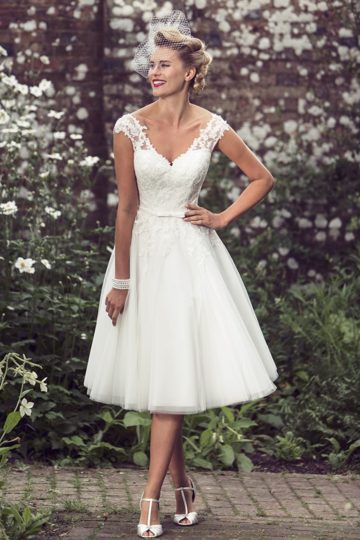 "BB-Lottie"" width=""683"" height=""1024"" srcset=""https://www.cuttingedgebrides.com/blog/wp-content/uploads/2016/10/BB-Lottie-700x1050.jpg 700w, https://www.cuttingedgebrides.com/blog/wp-content/uploads/2016/10/BB-Lottie-250x375.jpg 250w, https://www.cuttingedgebrides.com/blog/wp-content/uploads/2016/10/BB-Lottie-120x180.jpg 120w, https://www.cuttingedgebrides.com/blog/wp-content/uploads/2016/10/BB-Lottie-972x1458.jpg 972w"" sizes=""(max-width: 683px) 100vw, 683px""/><p id="