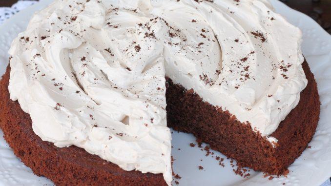 Gâteau au chocolat avec glaçage au café