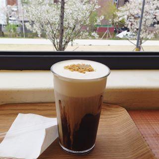 Un café que je me suis toujours interrogé sur l'odeur savoureuse du café torréfié à chaque fois que je me promenais .. Surtout, il était similaire au café que j'aimais en Irlande, donc j'ai dû y aller.