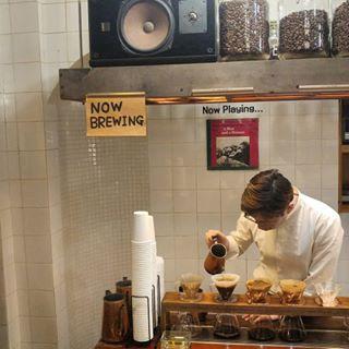 Now brewing...now playing... . . 시간의 흔적이 보이는 #커피한약방 #을지로 #종로3가 #신기한곳 . . #커피한약방이니까일부러커피맛이한약스럽나 #cafe ...