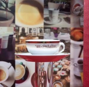 "Un Cimbalino, synonyme d'espresso au bar ""width ="" 300 ""height ="" 294"