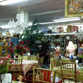 Magasin d'antiquités et salon de thé de Mitra