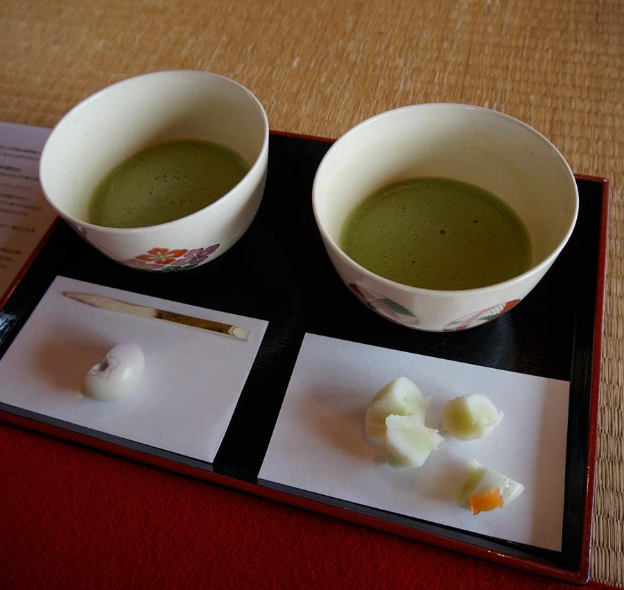 Le thé matcha est plus épais et plus fort que la plupart des thés