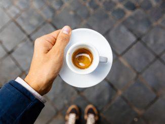 Barista apporte du café aux flics au prêteur sur gages: amende de 400 euros