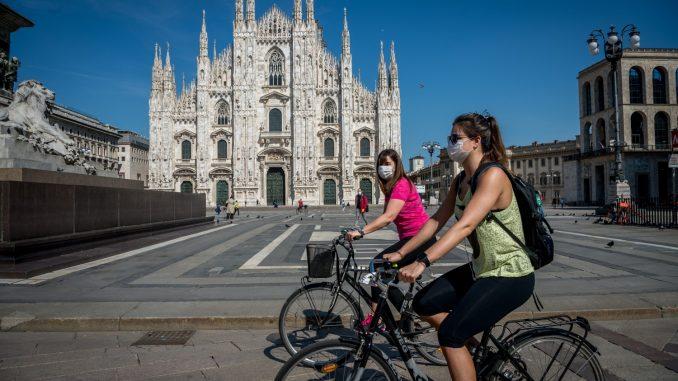 Métro, voyage et café: Milan recommence (lentement)