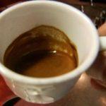 Boire du café réduit le risque de 5-6 tumeurs: du foie à la bouche