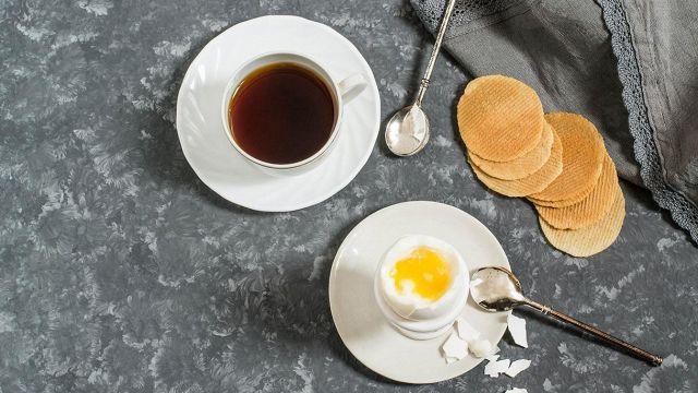 Le secret du café parfait réside dans la coquille d'oeuf