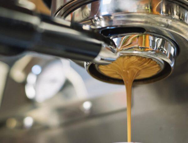 """machine à café """"width ="""" 600 """"height ="""" 457 """"data-src ="""" https://www.shop-ici-ailleurs.com/wp-content/uploads/2020/07/1595239986_396_Comment-choisir-la-meilleure-machine-a-cafe-pour-un-usage.jpg """"data -srcset = """"https://www.casaegiardino.it/images/2020/07/macchina-caffè-004-600x457.jpg 600w, https://www.casaegiardino.it/images/2020/07/macchina-caffè -004-800x609.jpg 800w, https://www.casaegiardino.it/images/2020/07/macchina-caffè-004-768x585.jpg 768w, https://www.casaegiardino.it/images/2020/07 /machine-coffee-004.jpg 1300w"""