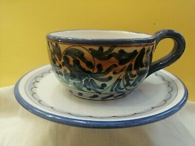 Tasses à thé avec soucoupe