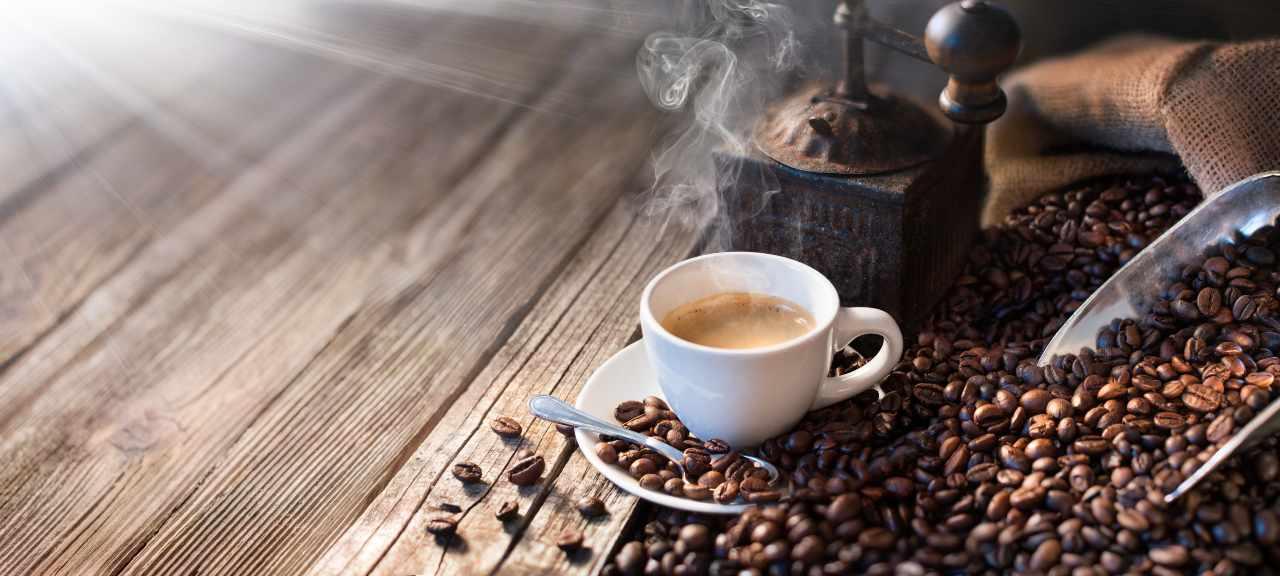 aliments et boissons à base de caféine au café