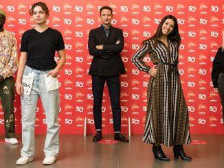 """Lavazza célèbre 50 ans de Red Quality avec une relance importante. Et lance l'initiative """"Toute l'Italie dans un café - un voyage de 50 ans"""" avec un format télévisé spécial avec témoignage Ambra Angiolini"""