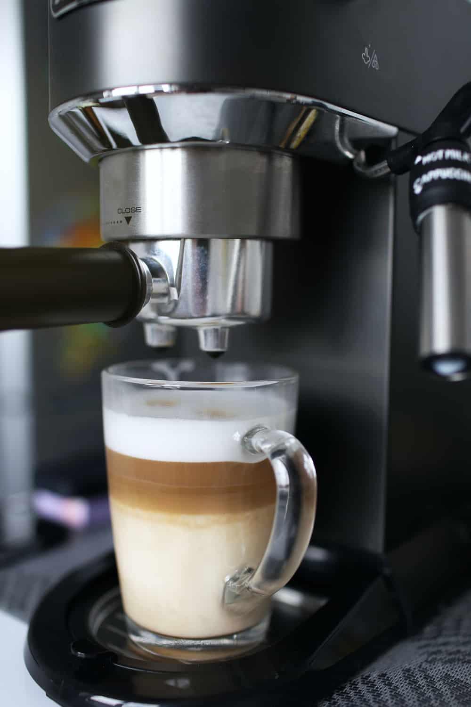 """machines à café et expresso combinées """"width ="""" 1000 """"height ="""" 1500 """"srcset ="""" https://www.shop-ici-ailleurs.com/wp-content/uploads/2020/10/1603846147_657_6-Meilleur-combo-machine-a-cafe-et-espresso-de-2020.jpg 1000w, https://www.luckybelly.com/wp-content/uploads/2020/09/combination-coffee-and-espresso-machines-200x300.jpg 200w, https://www.luckybelly.com/wp-content /uploads/2020/09/combination-coffee-and-espresso-machines-683x1024.jpg 683w, https://www.luckybelly.com/wp-content/uploads/2020/09/combination-coffee-and-espresso- machines-768x1152.jpg 768w """"tailles ="""" (largeur maximale: 1000px) 100vw, 1000px """"data-jpibfi-post-excerpt ="""" """"data-jpibfi-post-url ="""" https://www.luckybelly.com/ combo-coffee-and-espresso-machines / """"data-jpibfi-post-title ="""" 6 Meilleur combo café et espresso de 2020 """"data-jpibfi-src ="""" https://www.luckybelly.com/wp-content /uploads/2020/09/combination-coffee-and-espresso-machines.jpg"""
