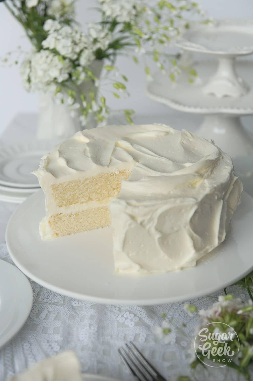 """recette simple de gâteau blanc """"width ="""" 1000 """"height ="""" 1503 """"srcset ="""" https://www.shop-ici-ailleurs.com/wp-content/uploads/2020/11/1604208561_193_Recette-de-gateau-blanc-a-partir-de-zero-doux-et.jpg 1000w , https://sugargeekshow.com/wp-content/uploads/2018/03/white-cake-recipe-48-of-55-426x640.jpg 426w, https://sugargeekshow.com/wp-content/uploads/ 2018/03 / recette-de-gateau-blanc-48-de-55-768x1154.jpg 768w, https://sugargeekshow.com/wp-content/uploads/2018/03/white-cake-recipe-48-of-55 -532x800.jpg 532w """"tailles ="""" (largeur max: 1000px) 100vw, 1000px"""