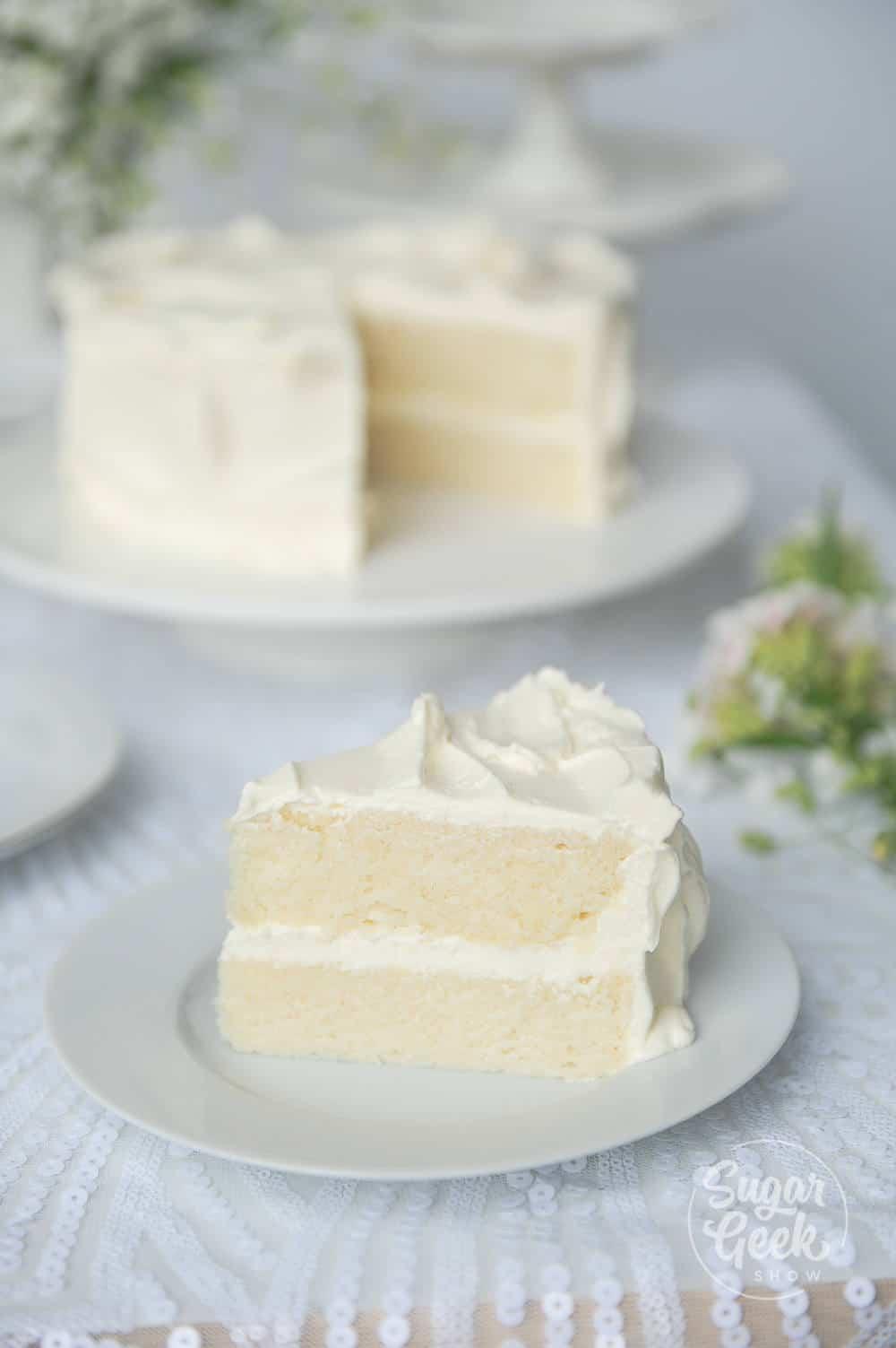 """quelle est la différence entre le gâteau blanc et le gâteau à la vanille """"width ="""" 1000 """"height ="""" 1503 """"srcset ="""" https://sugargeekshow.com/wp-content/uploads/2018/03/white-cake-recipe-20-of -55.jpg 1000w, https://sugargeekshow.com/wp-content/uploads/2018/03/white-cake-recipe-20-of-55-426x640.jpg 426w, https://sugargeekshow.com/wp -content / uploads / 2018/03 / recette-de-gâteau-blanc-20-sur-55-768x1154.jpg 768w, https://sugargeekshow.com/wp-content/uploads/2018/03/white-cake-recipe- 20-of-55-532x800.jpg 532w """"tailles ="""" (largeur maximale: 1000px) 100vw, 1000px"""